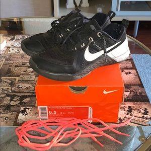 Used Nike Metcon 1